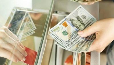 عدن: توجيهات من البنك المركزي بإغلاق محلات الصرافة