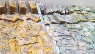 إب.. الحوثيون يواصلون مصادرة العملة الجديدة وسط احتجاجات شعبية منددة