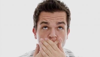 تعرف على سبع مواد طبيعية لعلاج رائحة الفم الكريهة