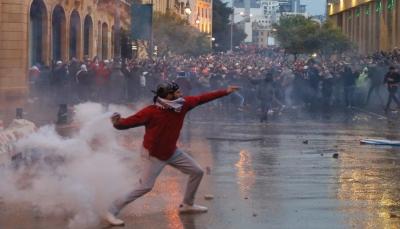 """خلال مسيرات بشعار """"لن ندفع الثمن"""".. 165 مصابا في مواجهات بمحيط البرلمان اللبناني"""