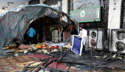 العراق: مسلحون يحرقون ساحات المتظاهرين ومروحيات أمريكية تهبط في السفارة عقب تعرضها لقصف