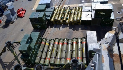 مسؤول حكومي: شحنة أسلحة إيرانية جديدة وصلت للحوثيين عبر ميناء الحديدة