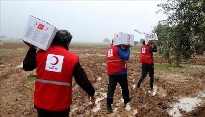 """تركيا توزع 400 سلة غذائية وحقائب مدرسية على الأيتام بـ""""أبين"""""""