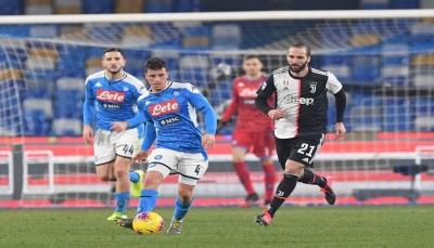 نابولي يُسقط يوفنتوس بثنائية في مباراة مثيرة