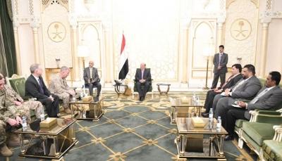 التقى قائد القيادة المركزية الأمريكية.. الرئيس هادي: من مصلحة الجميع وقف المد الإيراني بالمنطقة