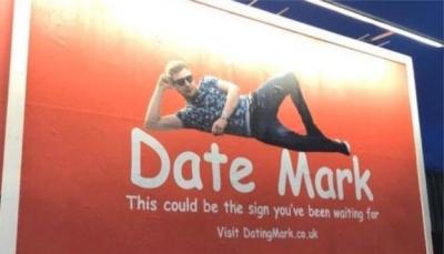 بريطاني يستأجر لوحة إعلانية ضخمة في الطريق بحثا عن عروس