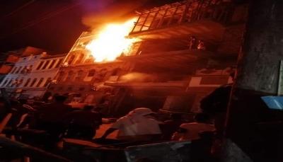 عدن: وفاة وإصابة 12 شخصاً بينهم نساء وأطفال إثر اندلاع حريق