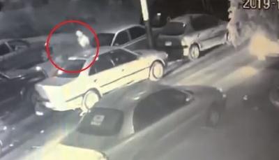 شاهد - شاب يطلق النار على خطيبته ويحاول الانتحار وسط ذهول المارة