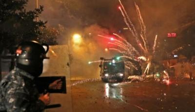 تزامنا مع جلسة منح الثقة للحكومة.. 373 مصابا بمواجهات بين الأمن ومحتجين ببيروت