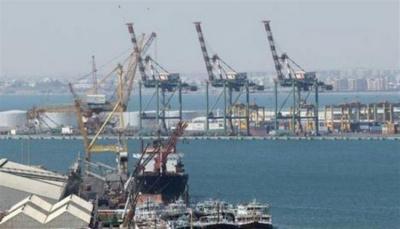 بعد سيطرة الانتقالي عليه.. مسؤول يحذر من وضع ميناء عدن في القائمة السوداء دوليًا