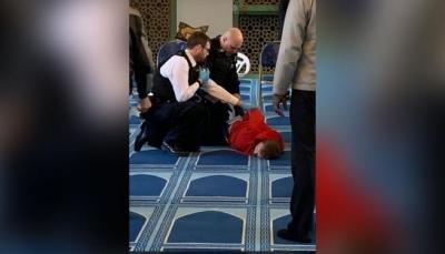 طعن مؤذن في رقبته أثناء رفع نداء الصلاة في لندن والشرطة تلقي القبض على الجاني