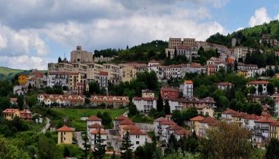قرية إيطالية تدفع أموال لمن يسكن فيها