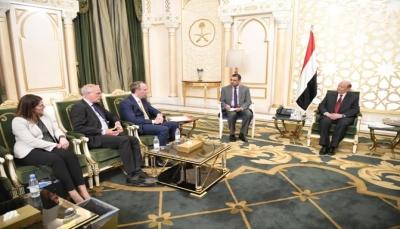 دبلوماسي بريطاني يلتقي الرئيس هادي ويأمل تجاوز التحديات لتنفيذ اتفاق الرياض