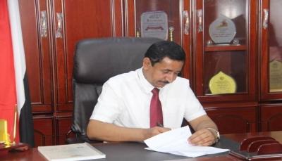 محافظ شبوة يوقع عقدًا لتنفيذ مشروع الصرف الصحي لمدينة عتق