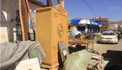 """الأزمة المعيشية تدفع بمقتنيات اليمنيين إلى أسواق """"الحراج"""""""