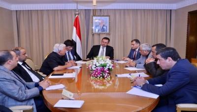 للوقاية من كورونا.. الحكومة اليمنية تقر تعليق الرحلات الجوية وإغلاق المنافذ البرية