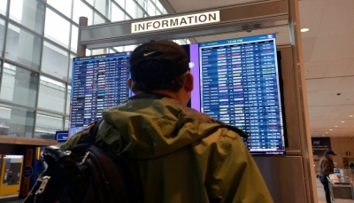 مطارات أمريكية تشهد فوضى عارمة جراء فحوص الكورونا للعائدين من أوروبا