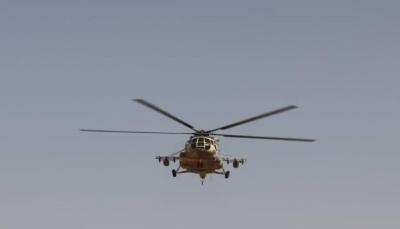 """حضرموت: مروحية تابعة للجيش تنقذ إمرأة حاصرتها السيول بمديرية """"القطن"""""""