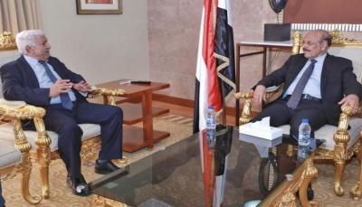 """نائب الرئيس يشدد على الاستعداد لمخاطر """"كورونا"""" المحتملة ويدعو المواطنين لالتزام المنازل"""