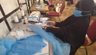 حضرموت: أيادٍ نسائية تبادر بصناعة كمامات محلية بعد انعدامها في الأسواق