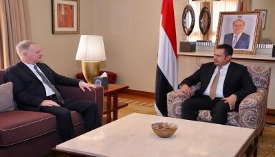 الحكومة تؤكد التزامها بتعزيز مسار السلام العادل وفقًا للمرجعيات الثلاث