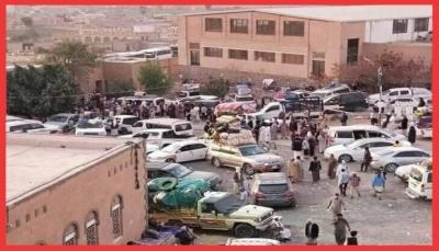 """الحوثيون يعاودون احتجاز مئات المسافرين بظروف صحية سيئة في """"رداع"""" بذريعة كورونا"""