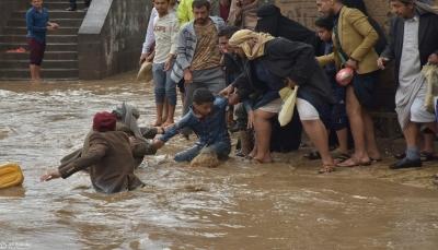 """أضرار مادية كبيرة في الممتلكات نتيجة سيول الأمطار التي غمرت شوارع """"صنعاء"""""""