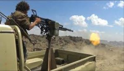 """البيضاء: آل حميقان يطالبون أبناء """"يافع"""" تحديد موقف من نهب سلاح المقاومة"""