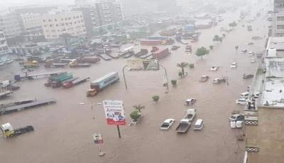 محافظ الحديدة يوجه بصرف 20 مليون ريال لنازحي المحافظة المتضررين من السيول