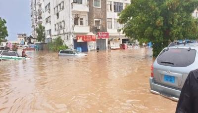 الحكومة تعلن اعتماد ميزانية عاجلة لمعالجة الأضرار التي خلفتها السيول بعدن