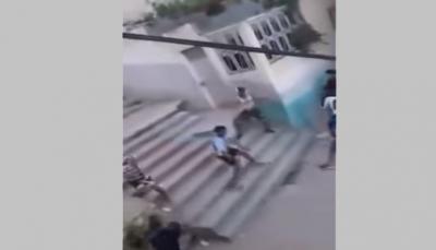 شاهد - مشاجرة عنيفة بالسيوف بمدينة مغربية