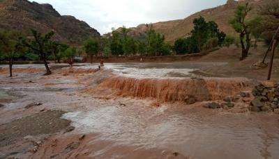 انهيار منزل وجرف طرقات جراء السيول في فرع العدين غرب إب