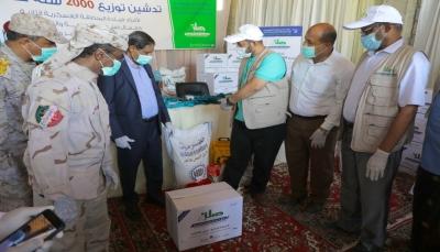 مؤسسة صلة توزع 2000 سلة غذائية على الأسر الفقيرة بحضرموت