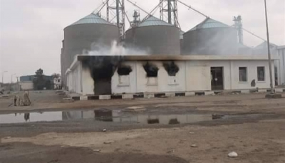 الحوثيون يستهدفون مطاحن الحديدة والحكومة تندد