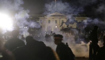 البيت الأبيض يدعو للالتزام بالقانون مع تصاعد العنف في احتجاجات أمريكا