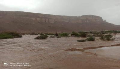 الدفاع المدني بوادي حضرموت يحذر المواطنين من الاقتراب من مجاري السيول