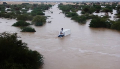 """الطيران ينقذ حياة مواطن حاصرته السيول في القطن بـ""""حضرموت"""""""