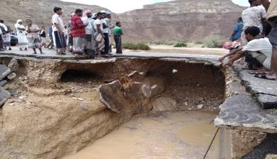 حضرموت: انقطاع الطريق الدولي الصحراوي وتهدم بيوت جراء السيول