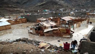 إحصائية رسمية: تضرر أكثر من ألف أسرة نازحة جراء السيول بمدينة عدن