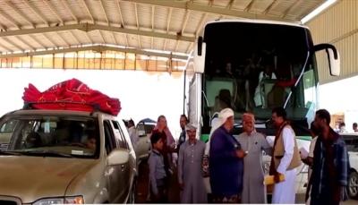 منفذ الوديعة يستقبل أول دفعة من العالقين اليمنيين على الحدود السعودية
