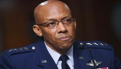 """لأول مرة في تاريخ أمريكا.. تعيين """"أسود"""" قائداً لسلاح الجو وترامب يصفه باليوم التاريخي"""