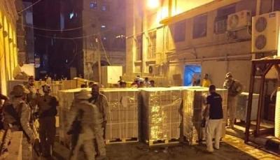 عدن: مليشيات الانتقالي الإماراتي تستولي على 7 حاويات تحمل أموالاً للبنك المركزي