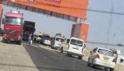 لحج: مليشيات الانتقالي الإماراتي تحتجز وتعتدي على عُمال من محافظات شمالية
