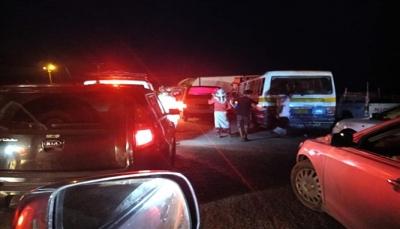 """مليشيات الانتقالي تغلق خط """"عدن ـ أبين"""" أمام المسافرين وتستحدث خنادق في الطريق"""