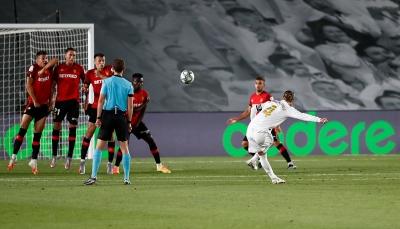 ريال مدريد يهزم مايوركا ويستعيد صدارة الليغا من برشلونة