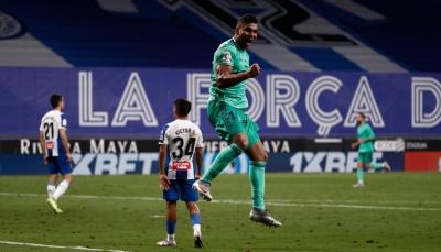 ريال مدريد يتخطى إسبانيول ويوسع الفارق عن برشلونة