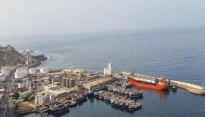 حضرموت: البحرية الأمريكية تضبط سفينة تجارية على متنها أسلحة قبالة سواحل المكلا