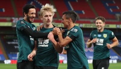 بيرنلي يقترب من التأهل إلى مسابقة الدوري الأوروبي