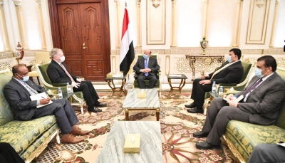 خلال لقائه السفير الأمريكي.. الرئيس هادي يجدد تمسكه بخيارات السلام