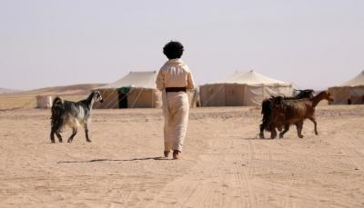 بعد إغلاق الطرق الرئيسية... اليمنيون يتنقلون عبر الصحراء